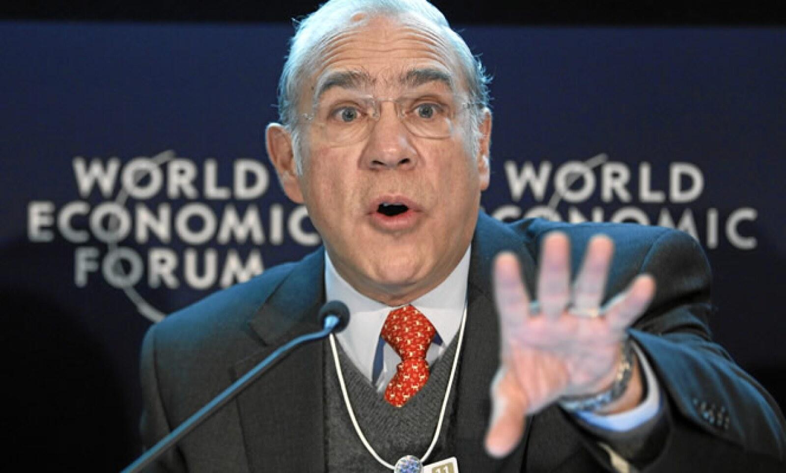José Ángel Gurría, presidente de la Organización para la Cooperación del Desarrollo Económico, negó que Portugal y España requieran reestructurar sus deudas.