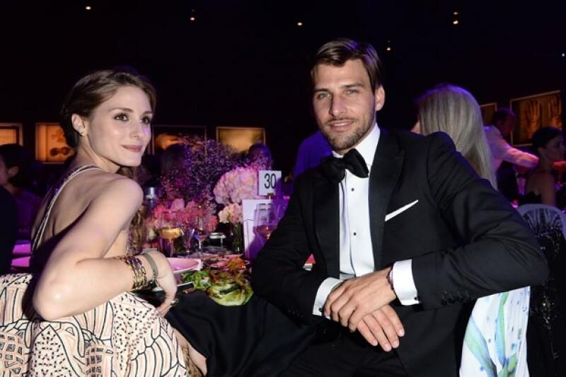 Olivia Palermo junto a su novio Johannes Huebl tuvo un accidente de vestuario.
