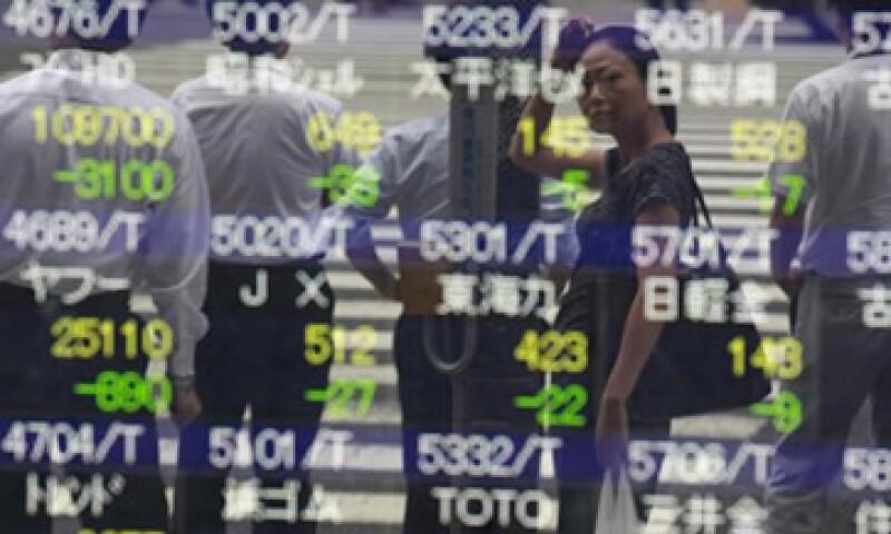 La Bolsa japonesa descendió afectada por el recorte a la nota estadounidense. (Foto: Reuters)