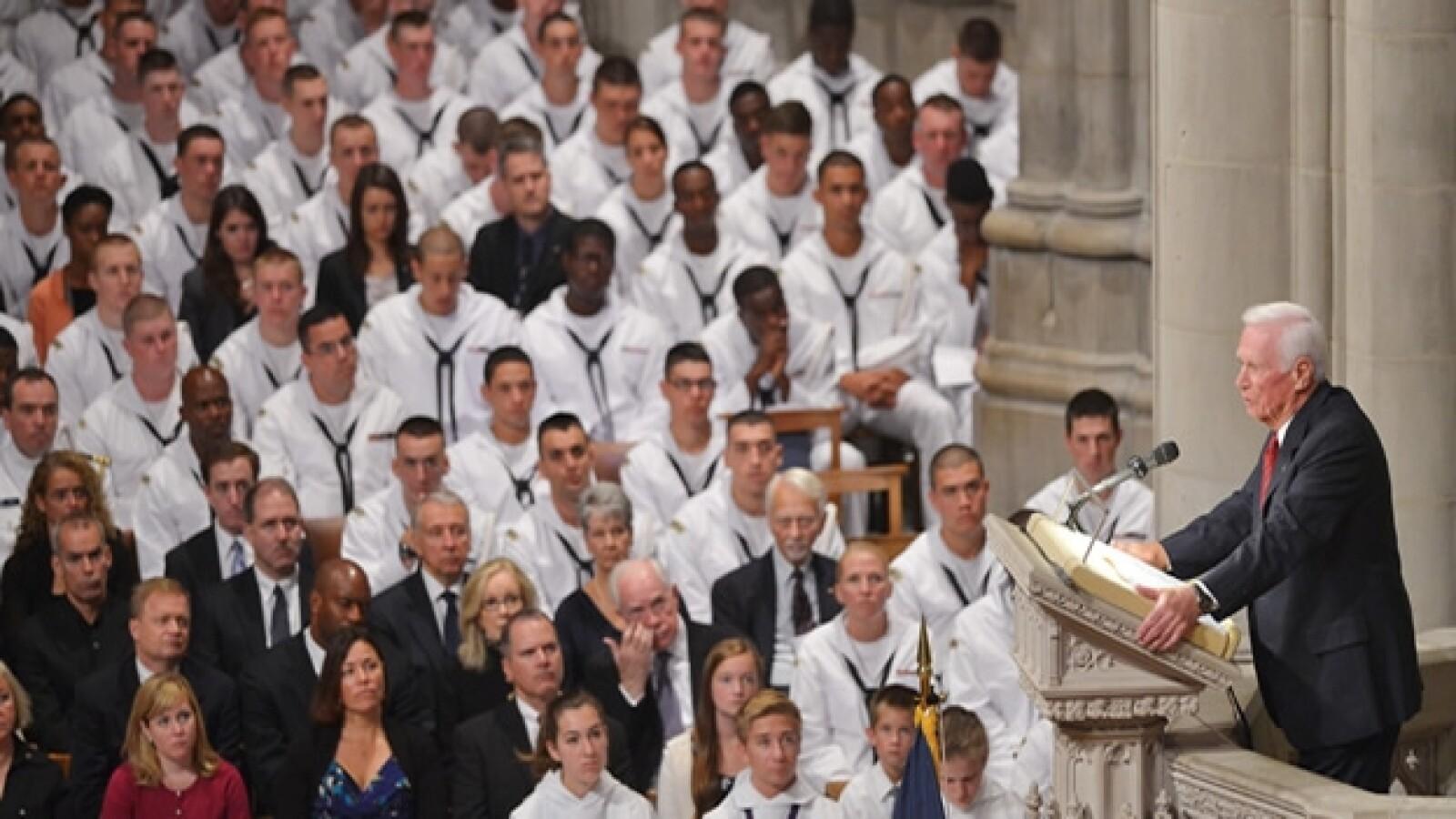 astronauta eugene cernan participan en el funeral
