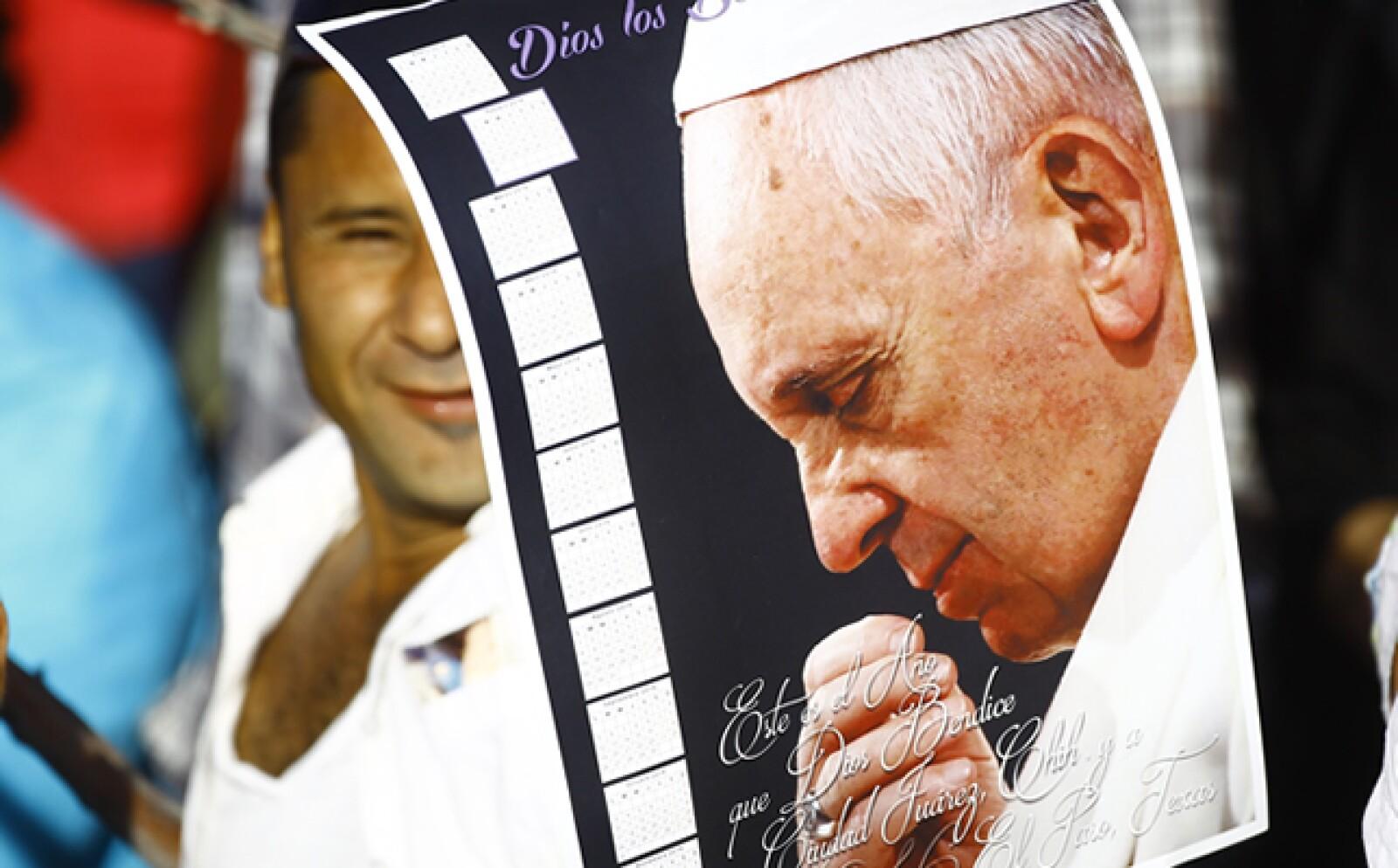 El pontífice visitó un penal de máxima seguridad en el que fue recibido por reos y otros asistentes al evento.