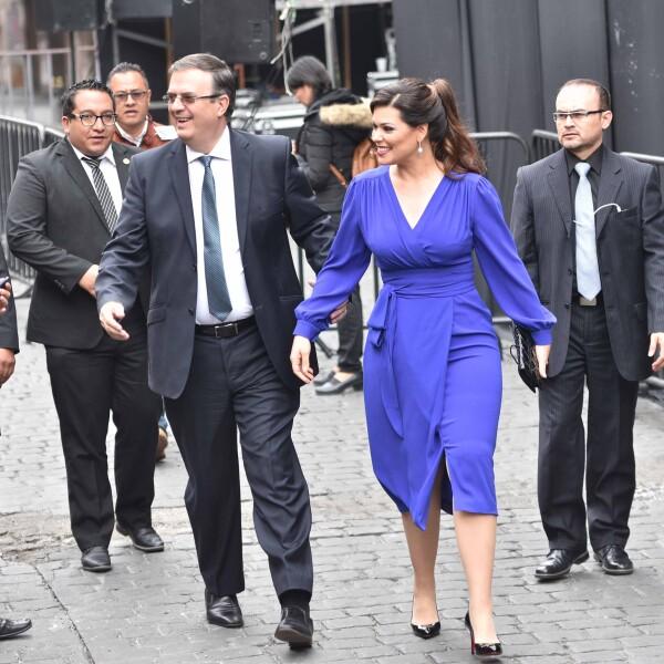 Marcelo Ebrard y su esposa
