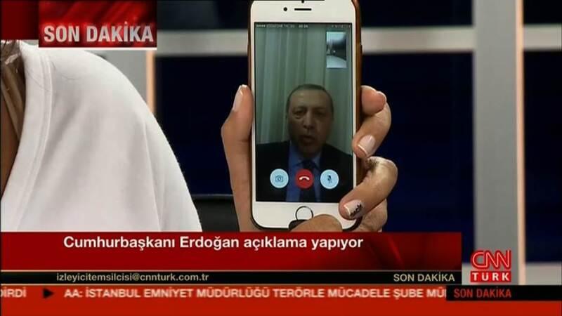 El Departamento de Estado de EU denunció el bloqueo de redes sociales, pero CNN logró hablar con Erdogan vía Facetime.