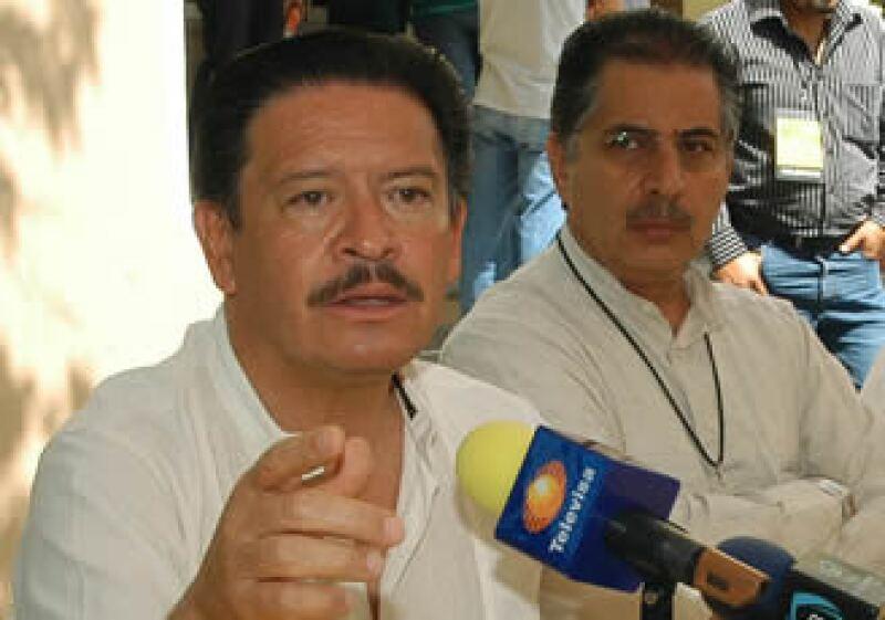Carlos Navarrete (izq.) y Jesús Ortega anunciaron el plan del PRD para modificar la Ley de Ingresos que aprobó la Cámara de Diputados.  (Foto: Notimex)