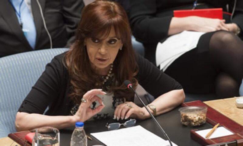 El Gobierno de Cristina Fernández tendría que pagar una multa de 50,000 dólares diarios tras la declaración de desacato. (Foto: AFP)