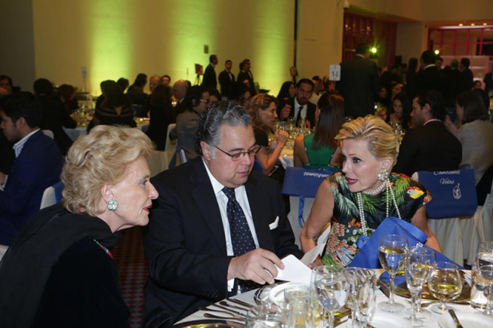 Viviana Corcuera,Martín Olavarrieta y Raquel Bessudo