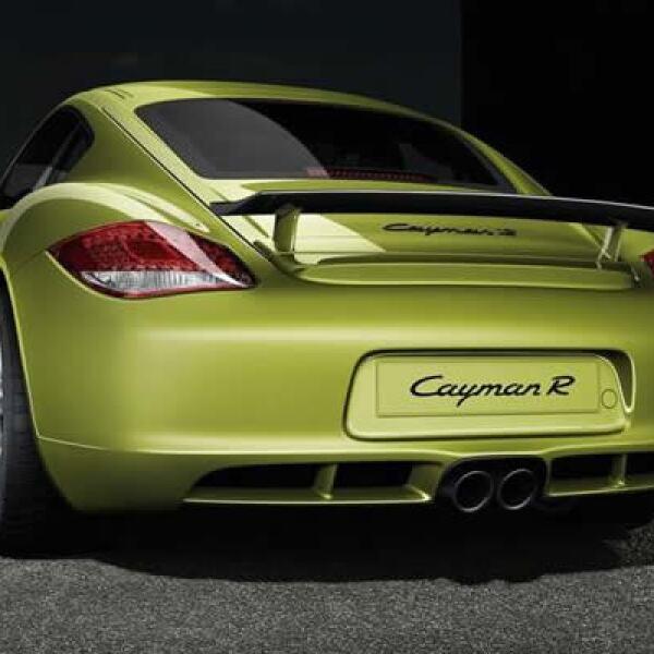La mecánica del deportivo es de seis cilindros con 3.4 litros de desplazamiento y desarrolla 330 caballos de fuerza (hp) que se transmiten a las ruedas traseras a través de una caja de cambios manual de seis velocidades.