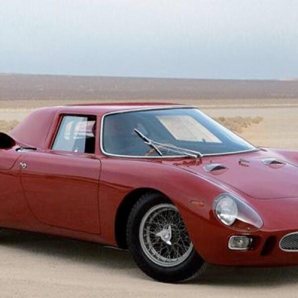 La intención de Enzo Ferrari con este auto era la de crear un deportivo para uso en la calle, pero que también fuera un ganador en las pistas. Este modelo ganó las 24 Horas de Le Mans en 1965 a manos de los pilotos Jochen Rindt y Masten Gregory.
