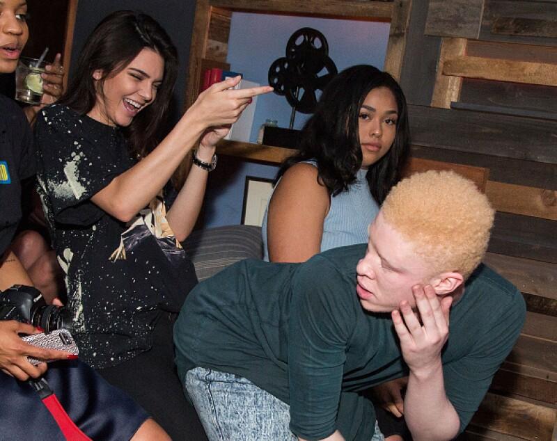 No pararon de bailar, la modelo disfrutaba mucho los divertidos bailes del modelo Shaun Ross.
