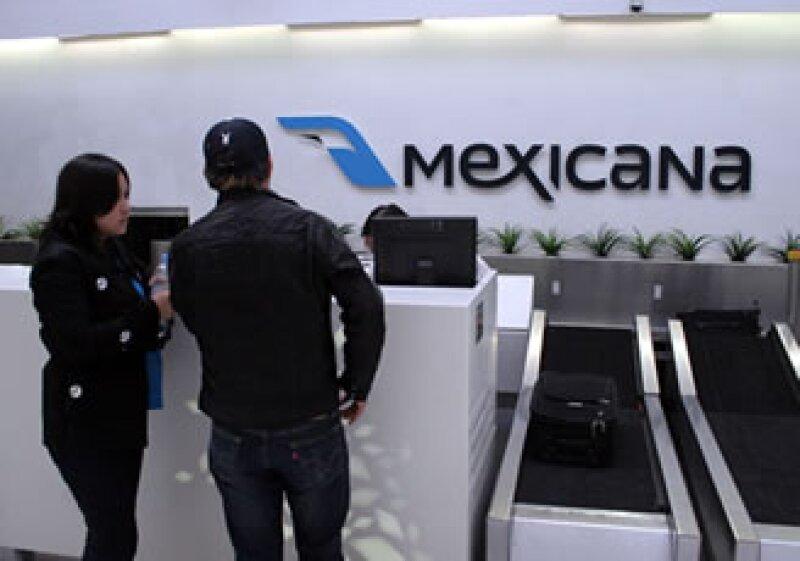 Los 3 sindicatos de Mexicana aceptaron firmar el nuevo contrato con reducciones en su planta laboral y prestaciones. (Foto: Notimex)