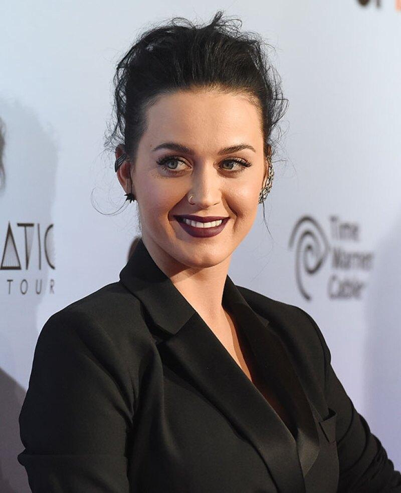 La cantante parece haber encontrado a su clon exacto en la premier de su nueva película en Los Ángeles.