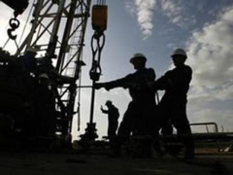 El plan de Pemex apunta a lograr hacia el 2020, 700,000 barriles de crudo por día.  (Foto: Archivo)