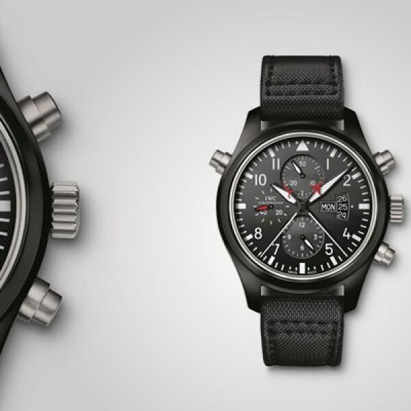 El Pilot's Double Chronograph de IWC tiene un diámetro de 46 mm, resistencia de 60 mm, brazalete en color negro de piel y caja de cerámica.