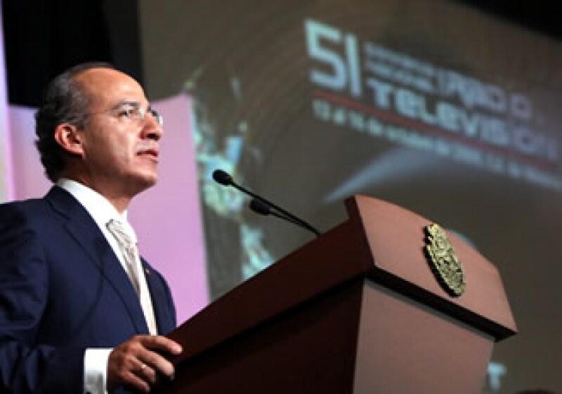 En la Semana Nacional de Radio y Televisión, Felipe Calderón dijo que con el cierre de LyFC no se atenta contra la autonomía de la vida sindical. (Foto: NTX)