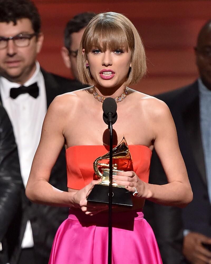 La cantante animó a todas las jóvenes a ignorar a quienes intenten atribuirse el mérito de su fama en su discurso de agradecimiento, en referencia al tema &#39Famous&#39 del rapero.