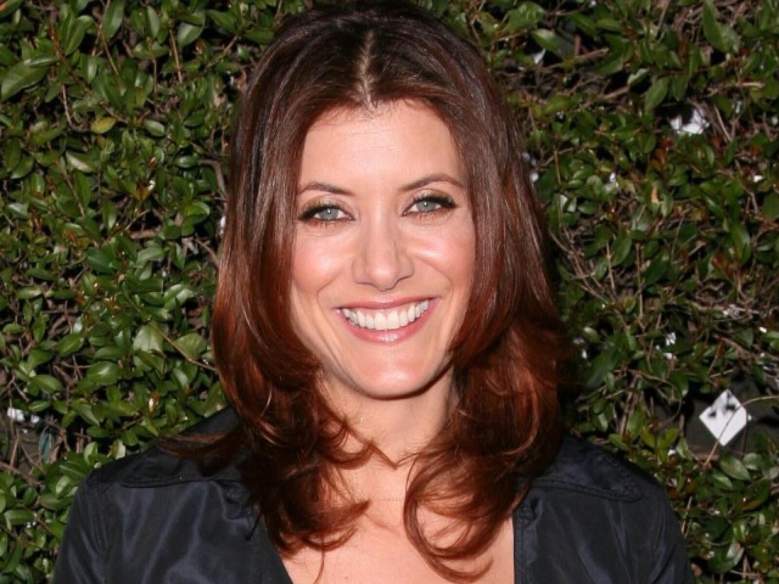 La actriz que hace el papel de una guapa doctora en Private Practice, Kate Walsh, es de las celebridades más reservadas de Hollywood. Es raro verla en escándalos o perseguida por los medios.