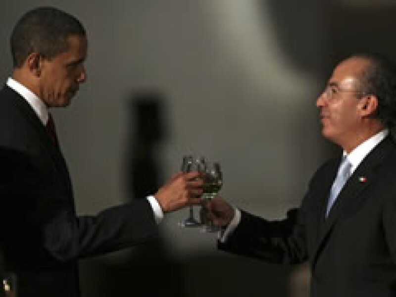 Obama y Calderón brindan en el Museo de Antropología e Historia de la Ciudad de México. (Foto: Reuters)