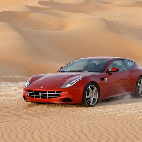 Tiene un motor V12 que le permite pasar de 0 a 100 kilómetros por hora (km/h) en tan sólo 3.7 segundos. Su velocidad máxima es de 335 (km/h), regulados electrónicamente.