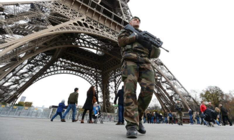 La presencia militar es notable, mucho más de lo habitual, en calles, monumentos, edificios públicos, puentes, aeropuertos, estaciones de trenes y autobuses de la capital. (Foto: Reuters )