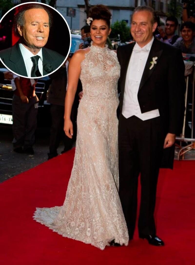 La pareja se deleitó con los románticos temas de Julios Iglesias.