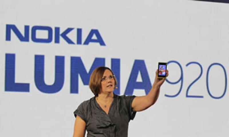 El Lumia 920 incluirá el último software operativo Windows Phone de Microsoft.  (Foto: Reuters)