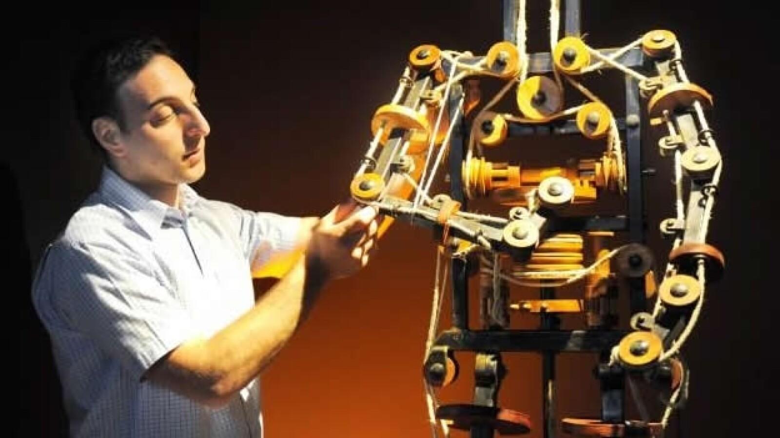 Massimo Ingrosso robot exhibición