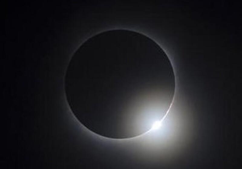 El eclipse duró un máximo de 6 minutos con 39 segundos sobre el océano Pacífico. (Foto: Reuters)