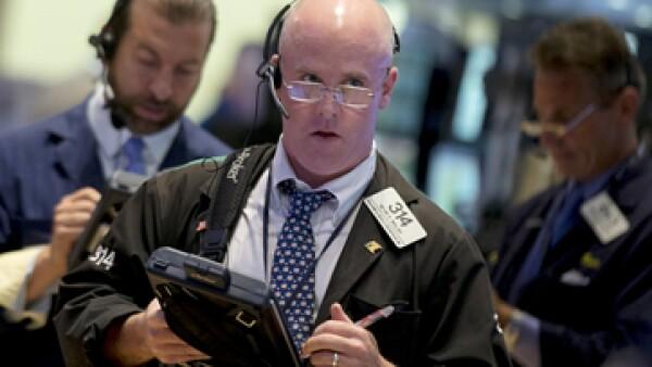 La suspensión llegó cuando el Dow Jones caía más de 1%. (Foto: Reuters)