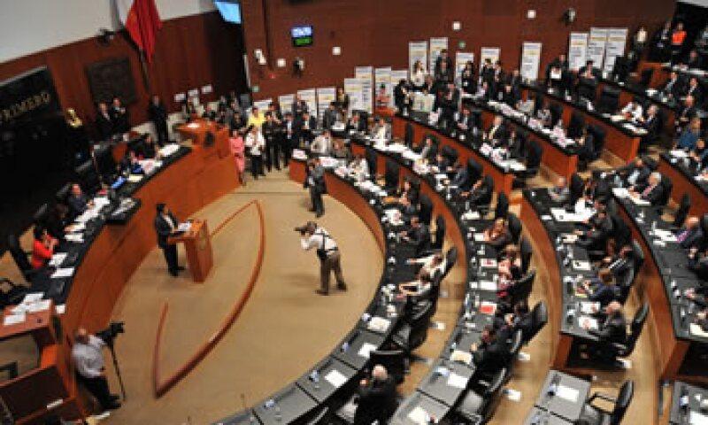 La Ley de Hidrocarburos aprobada por el Senado fija las reglas para que una empresa obtenga un contrato. (Foto: Notimex)