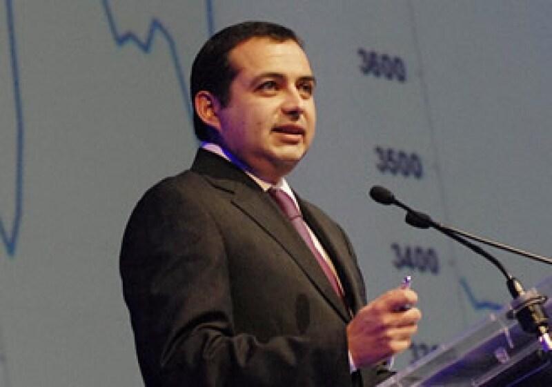 El secretario de Hacienda Ernesto Cordero dijo que se reúne con inversores por la venta del bono. (Foto: Notimex)