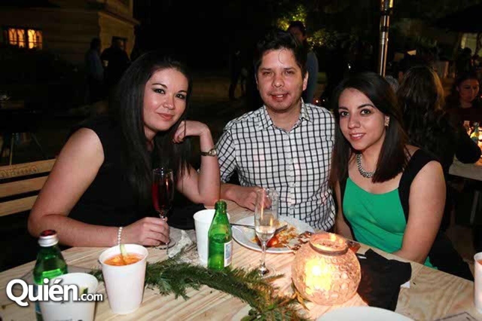 Cristina Ortiz,Christian Sánchez y Elizabeth Álvarez