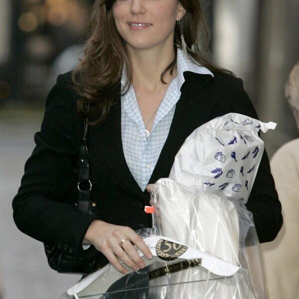 Kate Middleton shopping in London, Britain - 01 Dec 2006