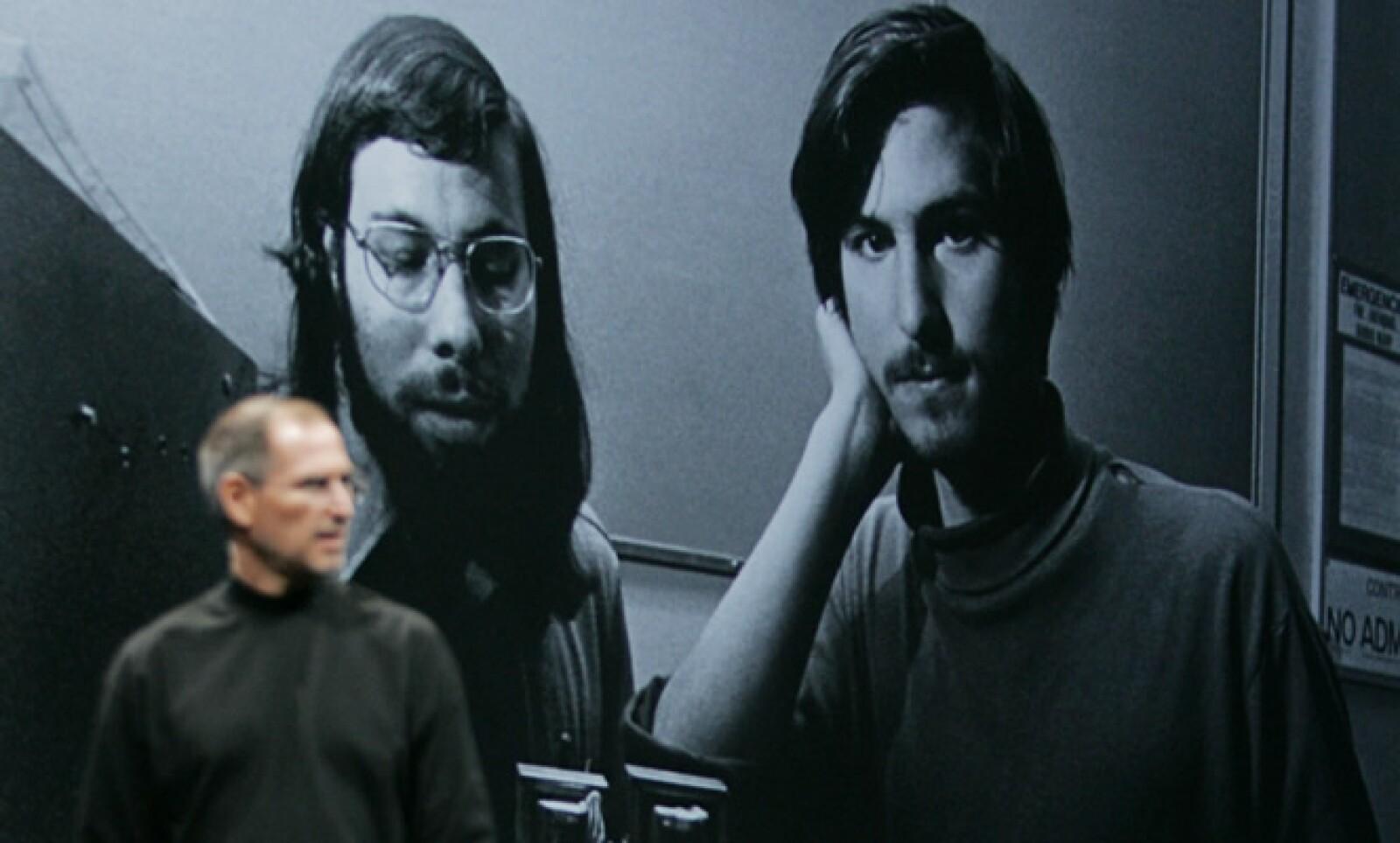Su amigo Bill Fernández le presentó al joven ingeniero Steve Wozniak, y los dos 'Steves' comenzaron una relación que eventualmente dio a luz Apple Computer.