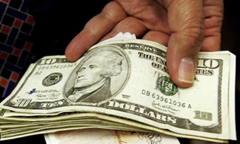 Banco Base estima que el tipo de cambio se ubicará en un rango de entre 12.96 y 13.00 pesos por dólar. (Foto: Getty Images)
