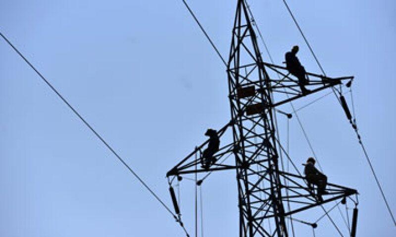 La Comisión Reguladora de Energía dará permisos a interesados en generar y suministrar electricidad. (Foto: Cuartoscuro)