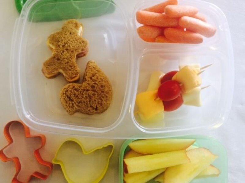 ¿No sabes qué mandarle de lunch a tu hijo? ¡No te preocupes! Platicamos con la nutrióloga Marcela Bernal para que nos diera 5 increíbles opciones.