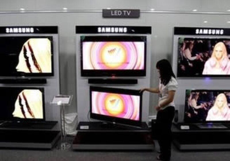 Samsung considera que podría ocurrir una desaceleración en el negocio de televisiones debido a la competencia con LG. (Foto: AP)