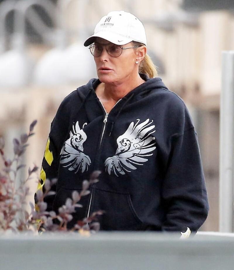 Las cirugías no son cosa nueva en Bruce Jenner, así fue visto hace unos meses, también cerca de Malibú.