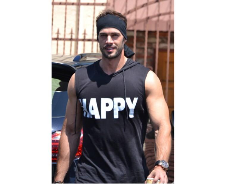 El actor cubano, popular por poseer uno de los mejores físicos del medio artístico, confesó que a pesar de ser considerado como un hombre sexy, él no se siente de esa manera.