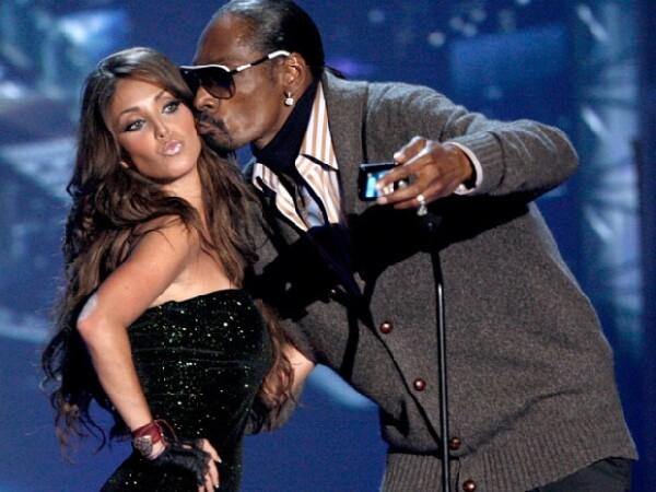 Las `lenguas´a los mejores videos musicales latinos se otorgaron anoche en Los Ángeles; la ceremonia la abrió Nelly Furtado y también cantó Paulina Rubio, quien ganó como mejor solista.