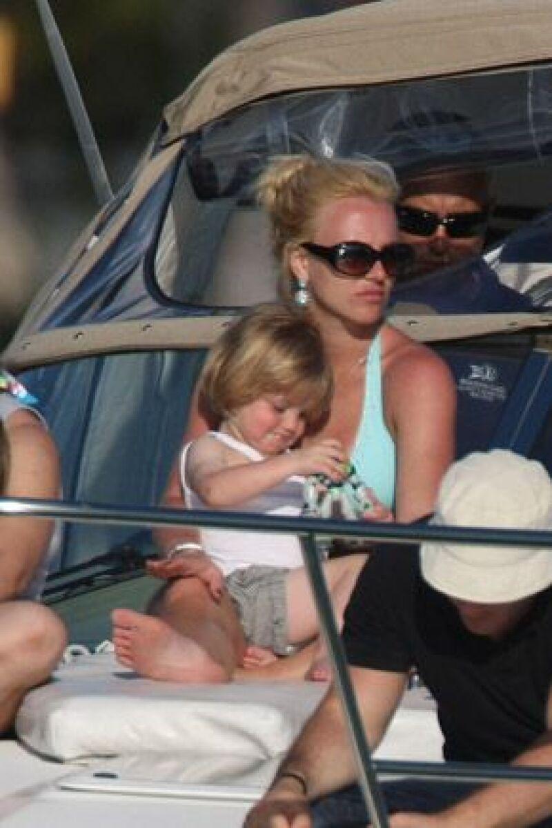 """La princesa del pop teme por sus hijos, quienes la acompañan en la gira, por lo que está pensando en suspender el tour """"The Circus"""","""