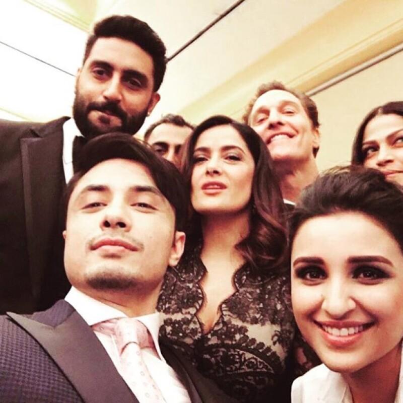 La actriz Parineeti Chopra compartió esta foto con los demás actores, incluidos Salma y Matthew.