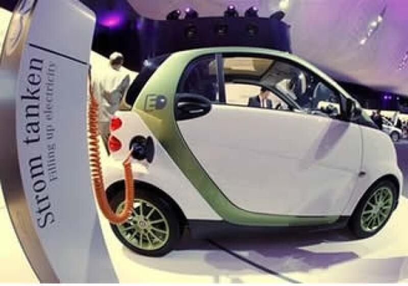Los vehículos eléctricos y los híbridos que se enchufan están diseñados para funcionar con baterías y son mucho más costosos que los híbridos tradicionales. (Foto: AP)