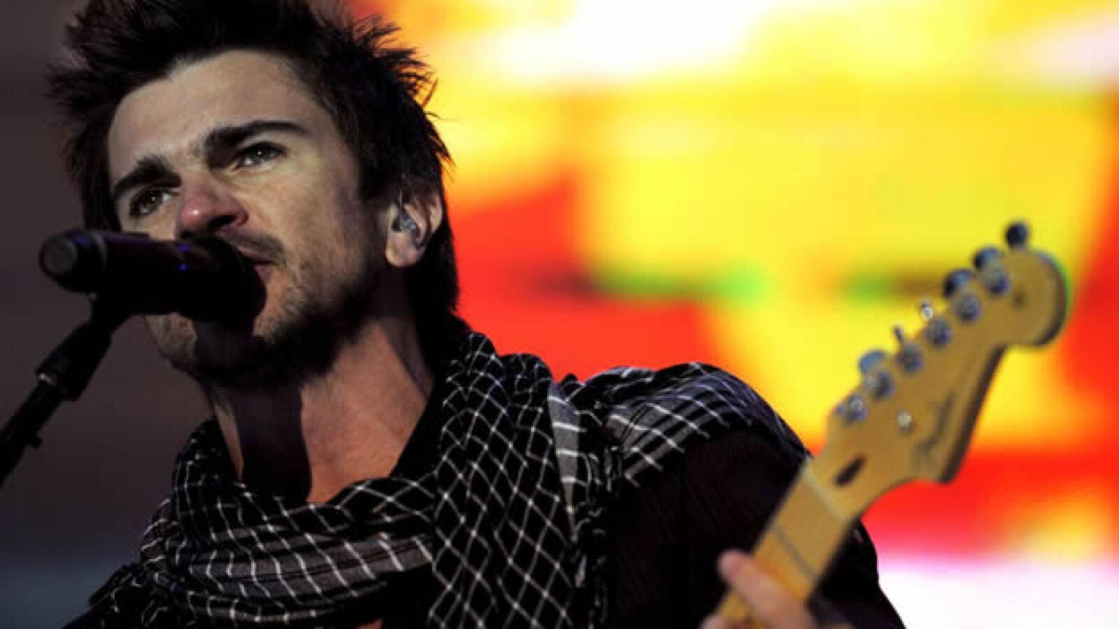 24/05/08.-El cantante colombiano Juanes durante su actuacion esta noche en el concierto Valladolid Latino 2008, que se ha celebrado esta noc