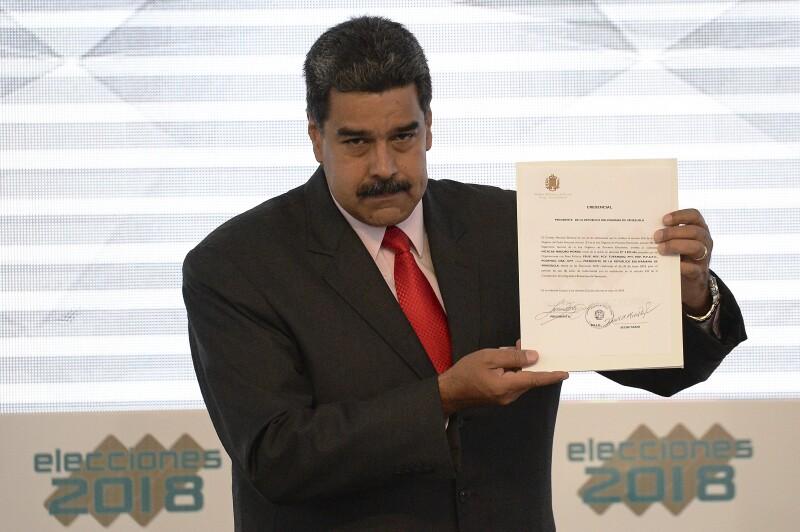 Maduro recibe constancia
