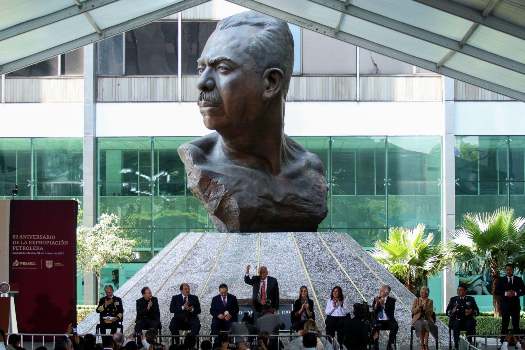 Ceremonia de conmemoración del 82 aniversario de la Expropiación Petrolera.