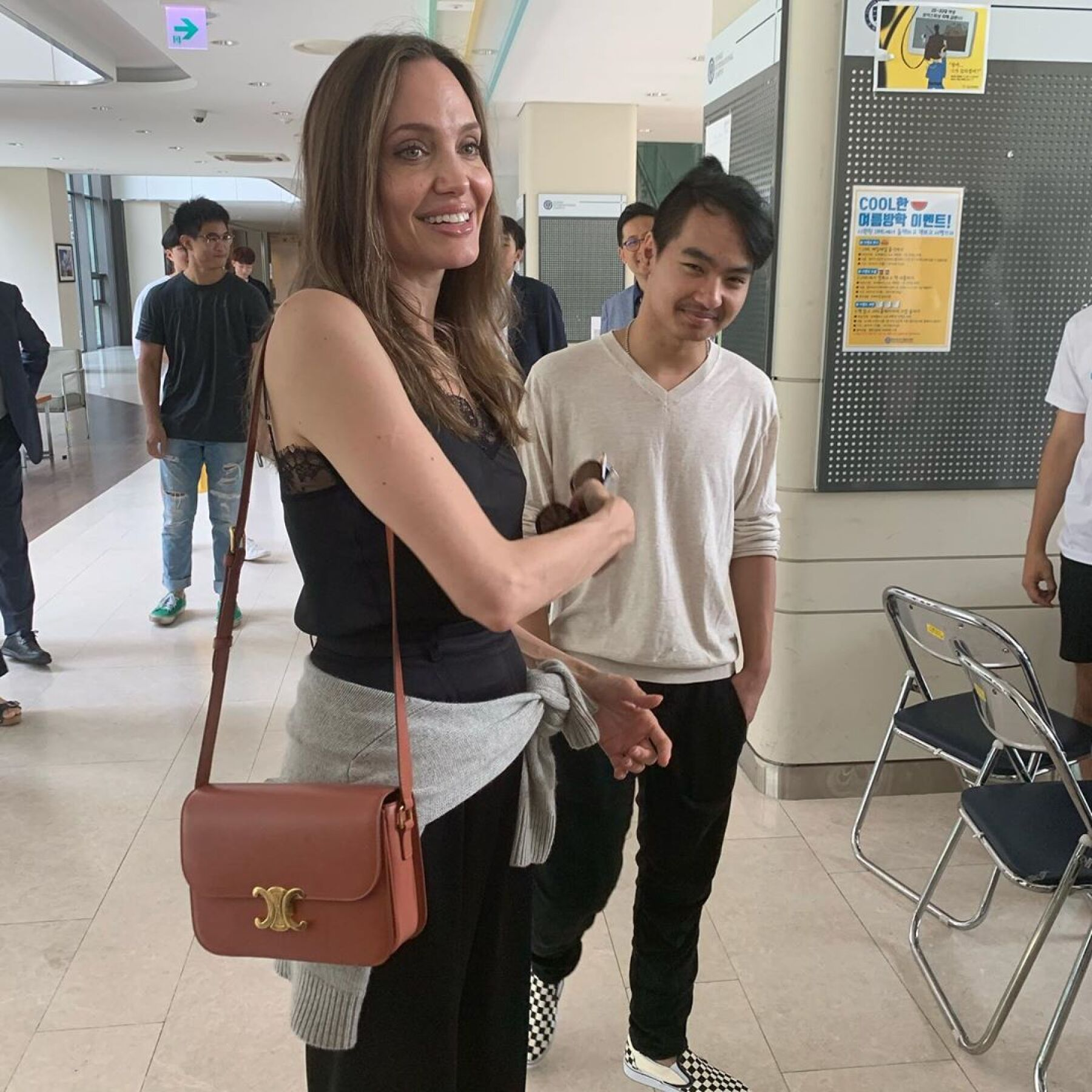 Angelina Jolie y Maddox.