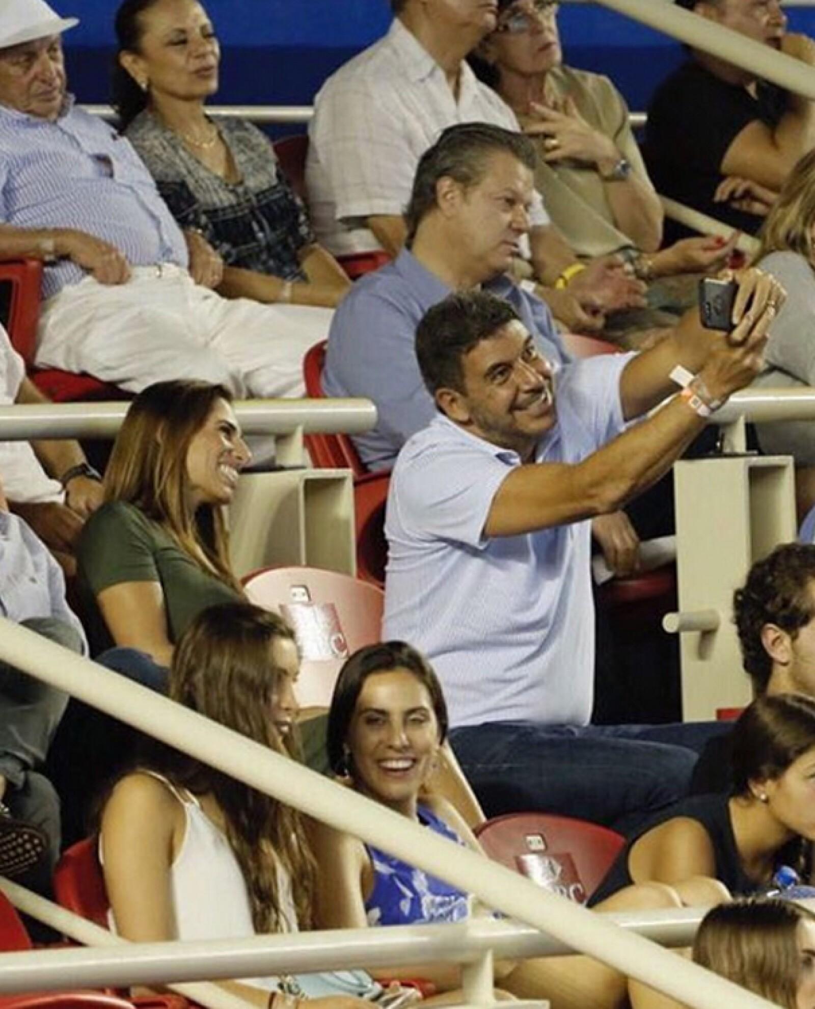 Arturo Elías Ayub disfrutando del Abierto Mexicano de Tenis