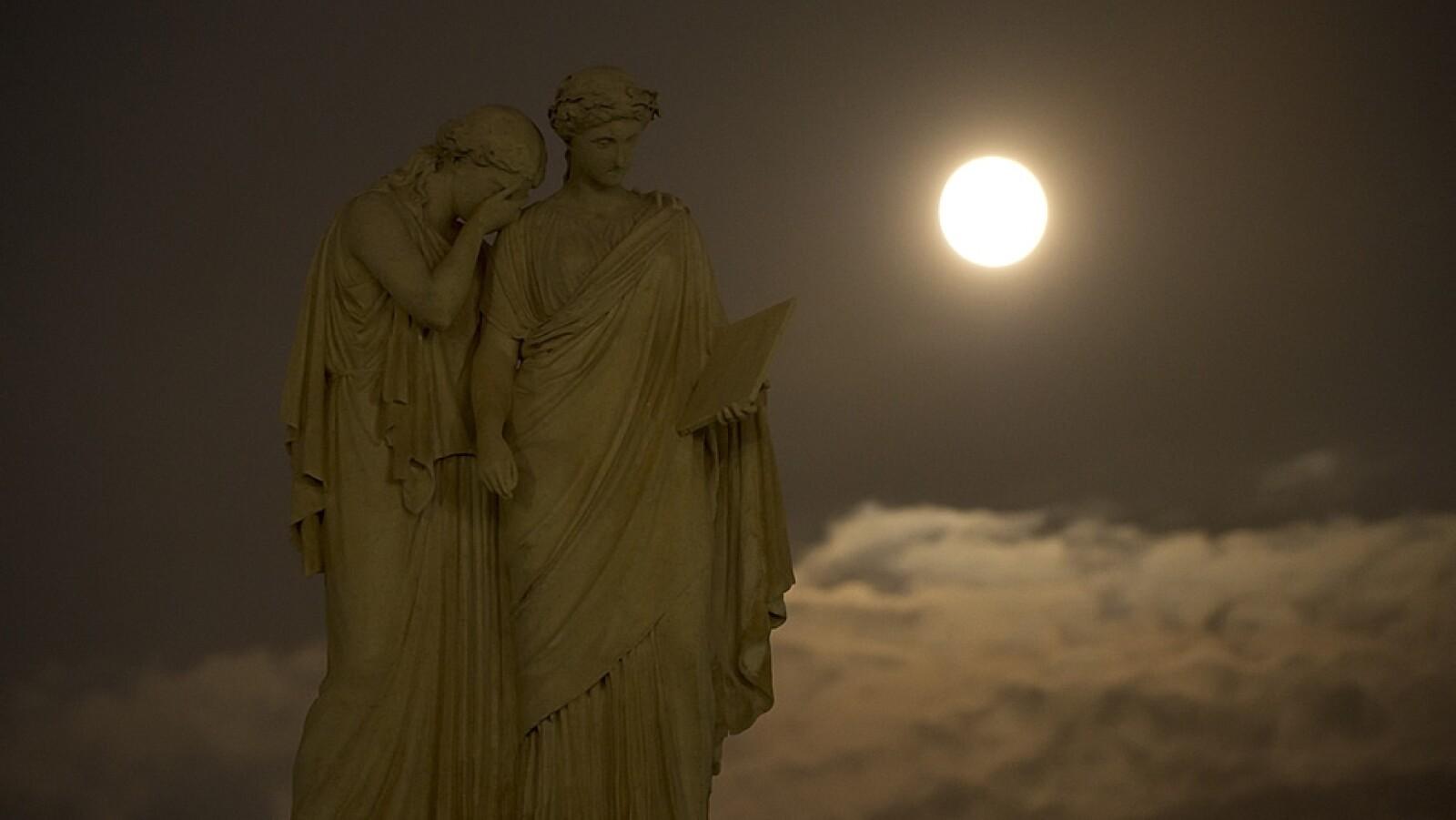 Monumento paz Washington super luna