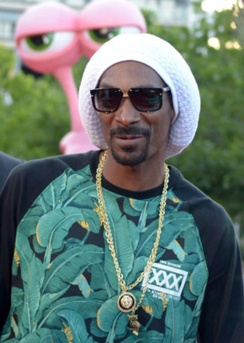 La cantante acudió al programa de Jimmy Kimmel donde platicó de su amistad con Snoop Lion, con quien dice se llevan muy bien por su gusto por la cannabis.
